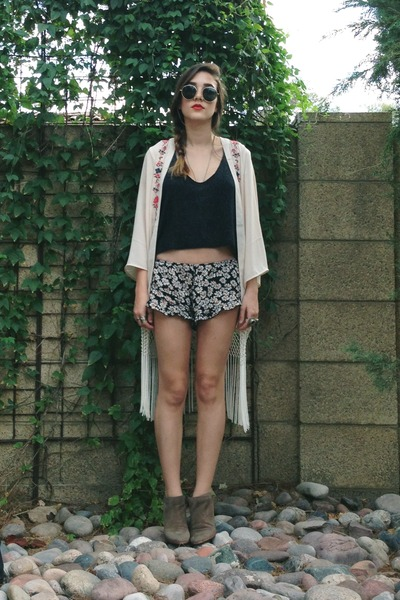 floral brandy melville shorts - sam edelman shoes - kimono Staring at Stars cape