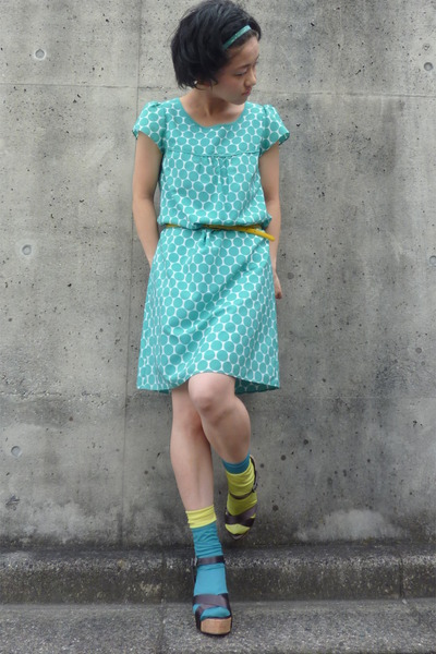 turquoise blue polka dots from japan dress - light yellow Tabio socks