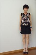 black banana republic bracelet - black top - black skirt - black shoes