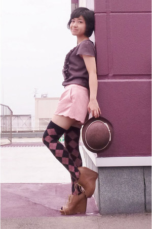 brown ruffled blouse - bubble gum bag - light pink scalloped from japan shorts