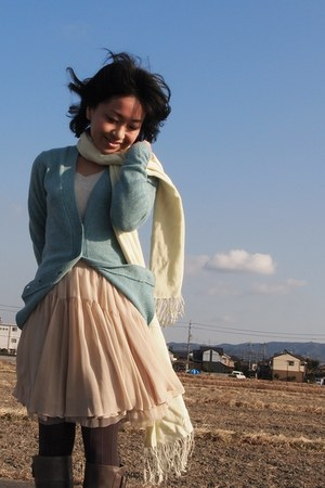 eggshell skirt - heather gray boots - light yellow scarf