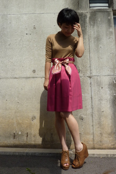 pink DKNY scarf - brown shoes - pink skirt - beige top