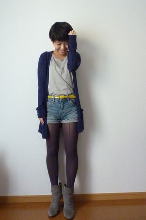 yellow JCrew belt - blue Topshop cardigan - Uniqlo t-shirt - blue shorts - gray