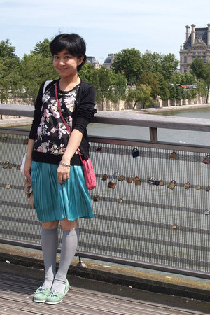 turquoise blue skirt - pink Bottega Veneta bag - silver Tabio socks
