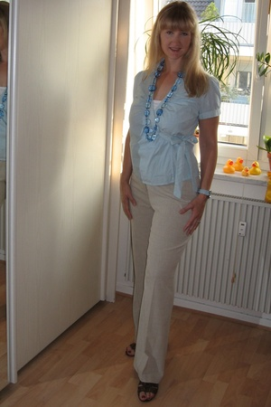 H&M blouse - Heine pants - Hallhuber necklace - Deichmann shoes