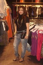 blue Zara jeans - black top - black Stradivaroius purse - black Forever 21 shoes