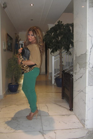 green Zara jeans - black leopard asos purse - tan Bershka pumps - tan H&M blouse