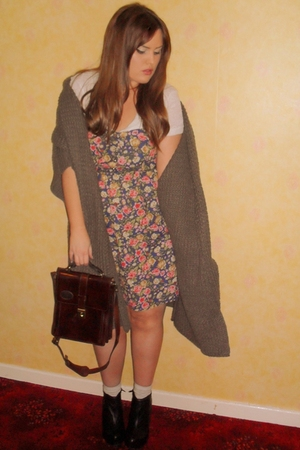 Primark dress - white Urban Outfitters blouse - brown vintage purse - black Aldo