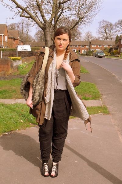 black H&M shoes - beige River Island purse - black Topshop pants - black asos ne