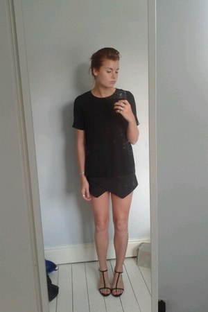 black Zara shorts - black box tee Zara t-shirt - black basic tbars Zara sandals
