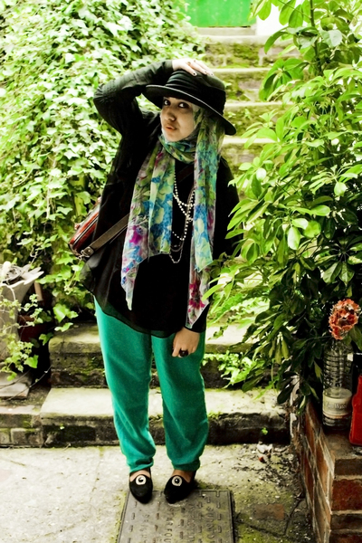vintage pants - zar top - vintage shoes - vintage hat - random brand accessories