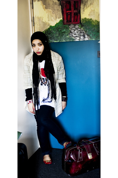 vintage blazer - random brand t-shirt - Primark shoes - vintage accessories