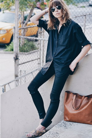 brown leather madewell bag - black coated jeans Hudson jeans - black shirt