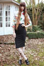 Black-heart-printed-tights-ivory-bird-printed-nat-tim-blouse-black-skirt