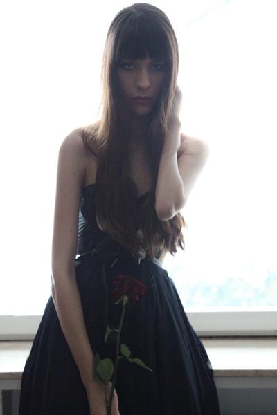 black leather Topshop boots - black vintage belt - navy Zara skirt - black Passi