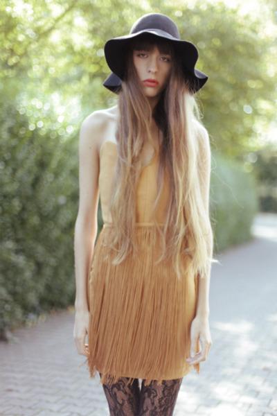 bronze Aqua dress - black Wolford tights