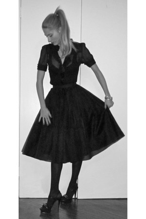 black vintage skirt - dvf blouse - YSL heels