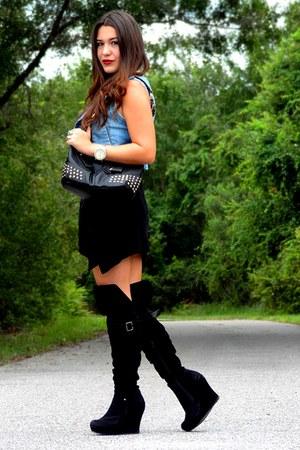 gold Betsey Johnson necklace - black boots - black Robin Kornett dress