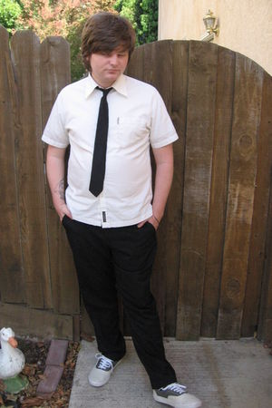 black Mervyns tie - white ben sherman shirt - black calvin klein pants - gray Va