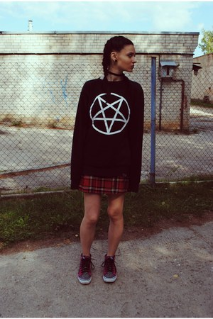 black killstar sweatshirt - hot pink Vans sneakers