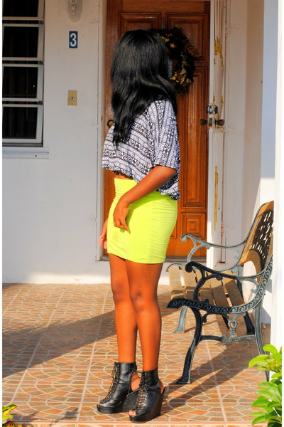 chartreuse Wet Seal skirt - black shirt