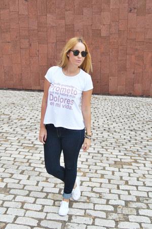 Mango jeans - Dolores Promesas t-shirt - Vans sneakers