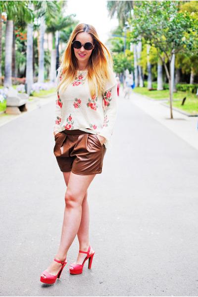 crimson Lovelyshoes shorts - crimson zeroUV sunglasses - tan vjstyle blouse