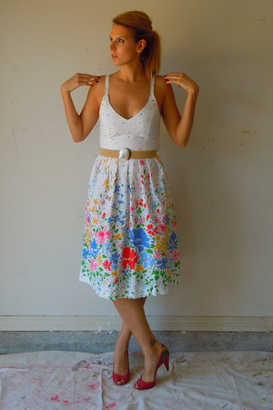 white sundress floral vintage dress - vince v camuto shoes - vintage belt