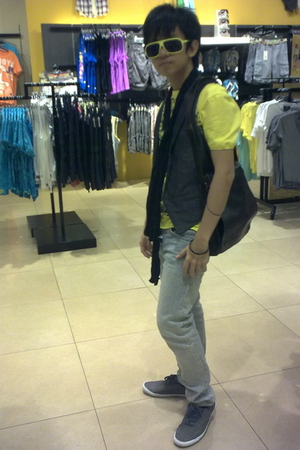 River Island sunglasses - Heritage vest - Topman t-shirt - H&M jeans - Zara shoe