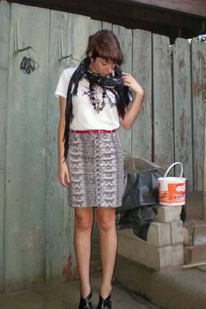 Uniqlo shirt - H&M skirt - Express scarf - Target belt - Miss Sixty shoes