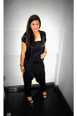 black  dress - black  belt - black  shoes