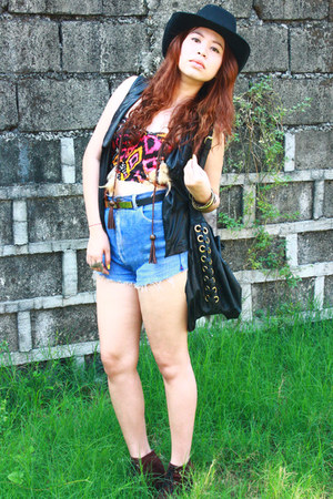 tribal print Q&A top - suede jelly bean boots - denim cut off DIY shorts