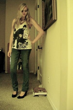 shirt - jeans - shoes - necklace