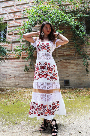 lace embroidery For Love and Lemons dress