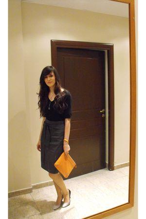 gray Club Monaco skirt - black Only top - orange Club Monaco purse - silver Gues