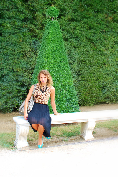 pleated Lulus skirt - Express Leopard top - necklace