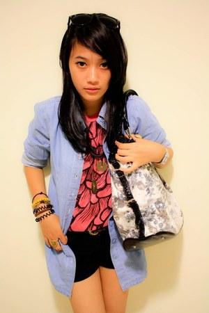 pink mejiku clothes t-shirt - black shorts - beige bag - turquoise blue AKO shir