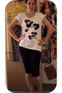 Black-topshop-shorts-white-gap-t-shirt