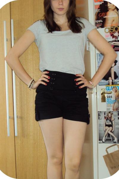 black Primark shorts - gray H&M t-shirt