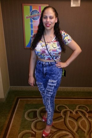 Forever 21 top - blue flavor jeans - red krysdyn wedge Shoedazzle wedges