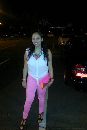 hot pink denim H&M jeans - black leather Steve Madden shoes