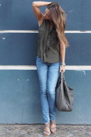 navy Superdry jeans - olive green cotton H&M top