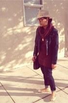 Levis jeans - ann taylor jacket - H&M sweater - Steve Madden bag - Paprika flats