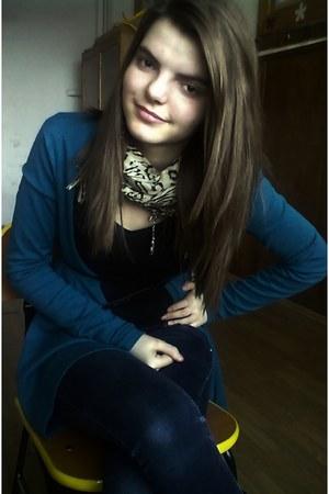 beige scarf - navy jeans