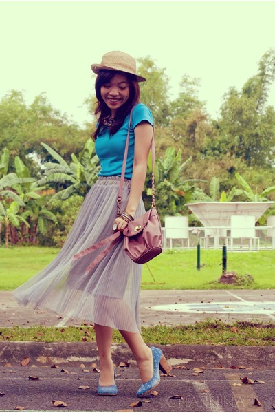 heather gray maxi skirt - tan straw hat - pink bag
