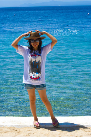 white rawr t-shirt - dark brown hat - navy denim jeans co shorts