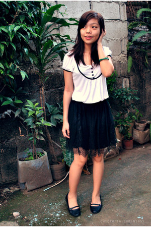 white Atmosphere top - black genevive gozum skirt - forest green bracelet - blac