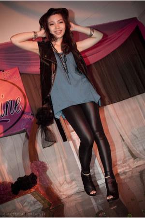 black leather pants Betty leggings - black peep toe Parisian heels