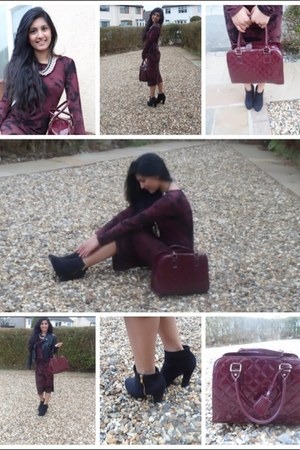 black heels - maroon leather bag - maroon  black bodysuit - necklace