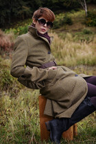 Women's tailored twill coar, pure wool woven tweed.